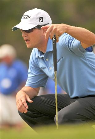 SAN ANTONIO TX - MAY 17: Zach Johnson lines up a birdie putt on the 16th hole during the fourth and final  round of  the Valero Texas Open held at La Cantera Golf Club on May 17, 2009 in San Antonio, Texas.  (Photo by Marc Feldman/Getty Images)
