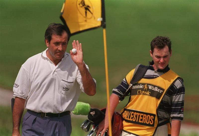 25 JAN 1995:  SEVE BALLESTEROS OF SPAIN ACKNOWLEDGES THE CROWD AFTER HOLING HIS PUTT WITH HIS CADDIE BILLY FOSTER NEXT TO HIM DURING THE JOHNNIE WALKER PRO AM AT THE ORCHARD CLUB IN MANILA. Mandatory Credit: Mike Cooper/ALLSPORT