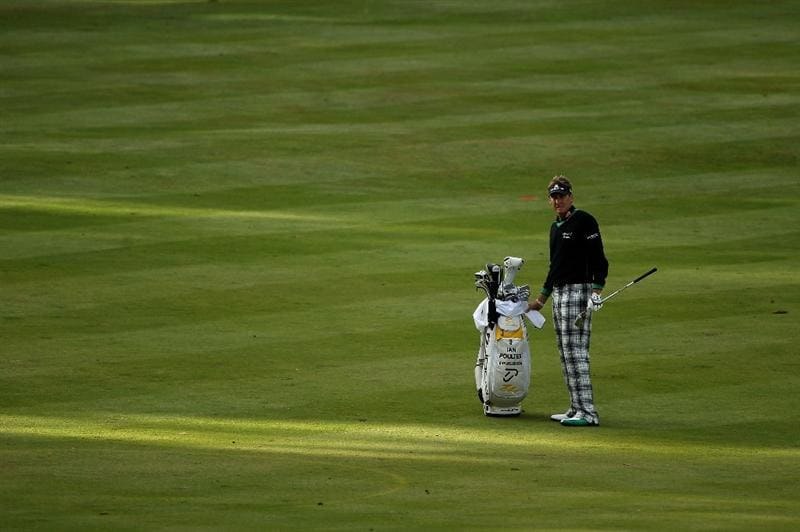 VIRGINIA WATER, ENGLAND - MAY 26:  Ian Poulter of England lines up a shot on the 18th hole during the first round of the BMW PGA Championship at Wentworth Club on May 26, 2011 in Virginia Water, England.  (Photo by Warren Little/Getty Images)