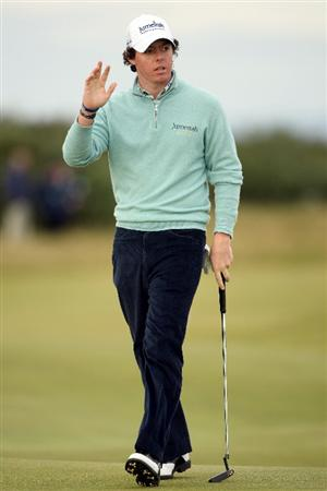 ST ANDREWS, SCOTLAND - OCTOBER 05:  Rory McIlroy of Northern Ireland putting on the third green during the final round of The Alfred Dunhill Links Championship at The Old Course on October 5, 2009 in St.Andrews, Scotland.  (Photo by Andrew Redington/Getty Images)