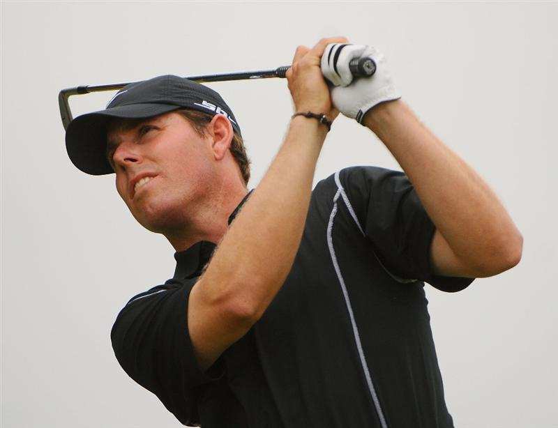 SAN ANTONIO, TX - OCTOBER 11: Justin Leonard tees off the 17th hole during the third round of the Valero Texas Open  held at La Cantera Golf Club on October 11, 2008 in San Antonio, Texas.  (Photo by Marc Feldman/Getty Images)