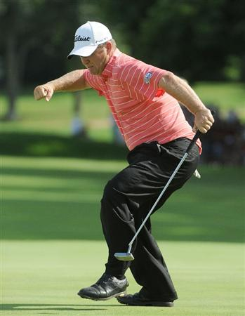 ST. LOUIS - SEPTEMBER 07 :  Dudley Hart birdies  the 18th hole during the fourth and final round  of the BMW Championship held at Bellerive Country Club on September 7, 2008 in St. Louis, Missouri. (Photo by Marc Feldman/Getty Images)