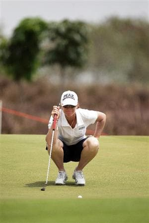 BANGKOK, THAILAND - FEBRUARY 26:  Helen Alfredsson of Sweden lines up a putt on the first hole during day one of the Honda LPGA Thailand 2009 at Siam Country Club Plantation on February 26, 2009 in Pattaya, Chonburi, Thailand.  (Photo by Chumsak Kanoknan/Getty Images)