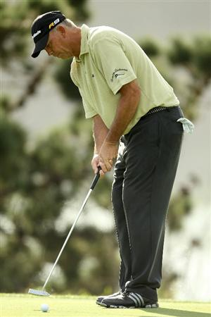 SAN FRANCISCO - NOVEMBER 04:  Tom Lehman makes a birdy put on the 16th hole during round 1 of the Charles Schwab Cup Championship at Harding Park Golf Course on November 4, 2010 in San Francisco, California.  (Photo by Ezra Shaw/Getty Images)