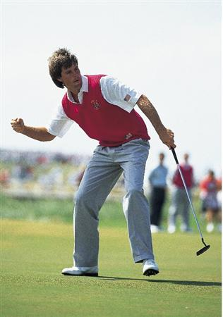 29 Sep 1991:  Paul Azinger of the USA celebrates during his win in the final day singles of the Ryder Cup at Kiawah Island in South Carolina, USA. \ Mandatory Credit: David Cannon /Allsport