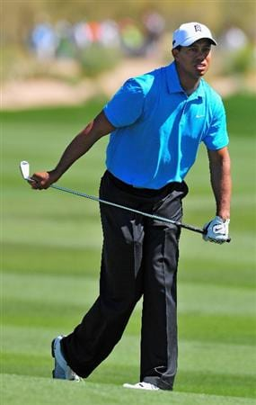 MARANA, AZ - FEBRUARY 25:  Tiger Woods of the USA watches his approach shot on the second hole during the first round of the Accenture Match Play Championships at Ritz - Carlton Golf Club at Dove Mountain on February 25, 2009 in Marana, Arizona.  (Photo by Stuart Franklin/Getty Images)