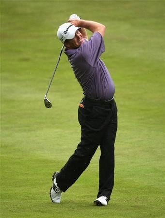 SUNNINGDALE, ENGLAND - JULY 24:  Fred Funk of the USA hits his tee second shot on the tenth hole during the second round of The Senior Open Championship presented by MasterCard held on the Old Course at Sunningdale Golf Club on July 24, 2009 in Sunningdale, England.  (Photo by Andrew Redington/Getty Images)