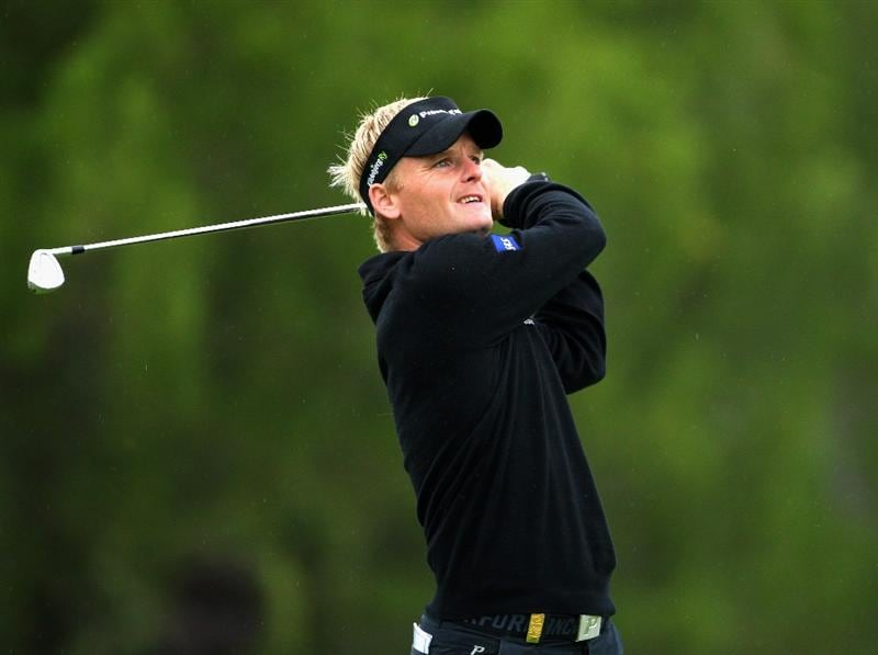 CASTELLO, SPAIN - OCTOBER 23:  Soren Kjeldsen of Denmark plays his approach shot on the nineth hole during the first round of the Castello Masters Costa Azahar at the Club de Campo del Mediterraneo on October 23, 2008 in Castello, Spain.  (Photo by Stuart Franklin/Getty Images)