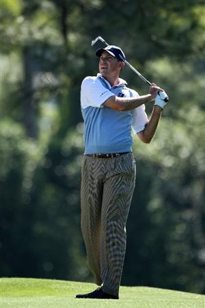 AUGUSTA, GA - APRIL 07:  Matt Kuchar hits his second shot on the first hole during the first round of the 2011 Masters Tournament at Augusta National Golf Club on April 7, 2011 in Augusta, Georgia.  (Photo by Andrew Redington/Getty Images)