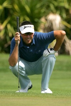 PALM BEACH GARDENS, FL - MARCH 02:  Robert Allenby of Australia lines up a shot on the 2nd hole during the final round of the Honda Classic at PGA National Resort and Spa on March 2, 2008 in Palm Beach Gardens, Florida.  (Photo by Sam Greenwood/Getty Images)