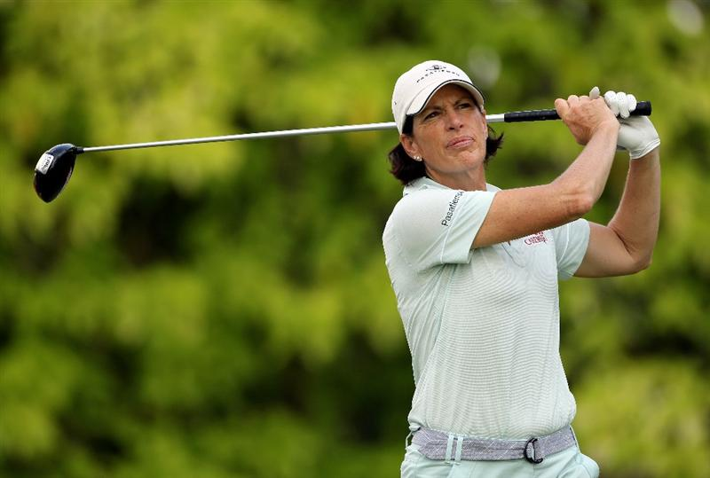 SINGAPORE - FEBRUARY 25:  Juli Inkster of the USA hits her tee-shot on the sixth hole during the first round of the HSBC Women's Champions at the Tanah Merah Country Club on February 25, 2010 in Singapore.  (Photo by Andrew Redington/Getty Images)