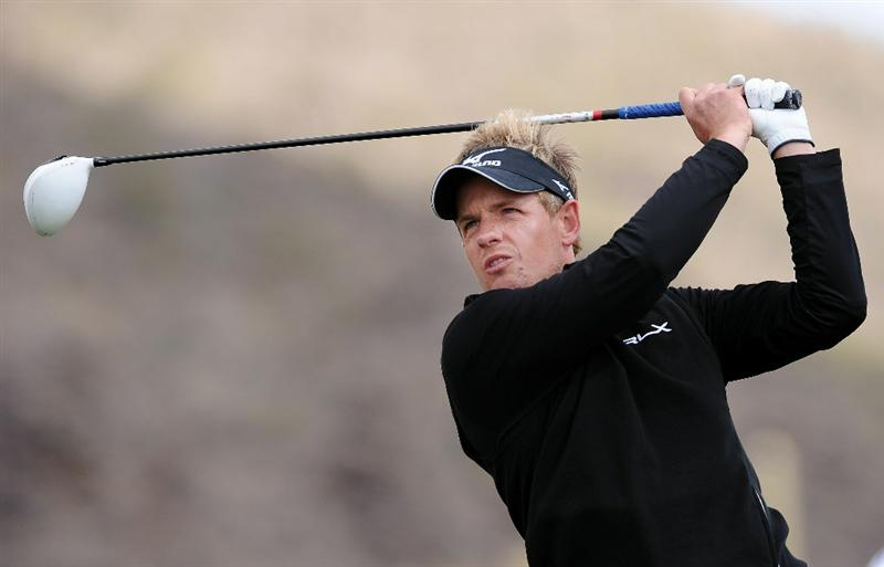 MARANA, AZ - FEBRUARY 27:  Luke Donald of England hits his tee shot on the second hole during the final round of the Accenture Match Play Championship at the Ritz-Carlton Golf Club on February 27, 2011 in Marana, Arizona.  (Photo by Stuart Franklin/Getty Images)
