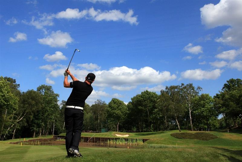 VIRGINIA WATER, ENGLAND - MAY 24:  Richie Ramsay of Scotland plays his second shot at the 8th hole during practice at The Wentworth Club on May 24, 2011 in Virginia Water, England.  (Photo by David Cannon/Getty Images)