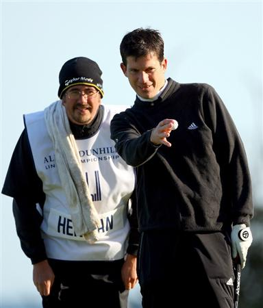 KINGSBARNS, UNITED KINGDOM - OCTOBER 02: Tim Henman lines up a putt with his caddie on the 10th green during the first round of The Alfred Dunhill Links Championship at Kingsbarns Golf Links on October 2, 2008 in Kingbarns, Scotland. (Photo by Andrew Redington/Gettyimages)