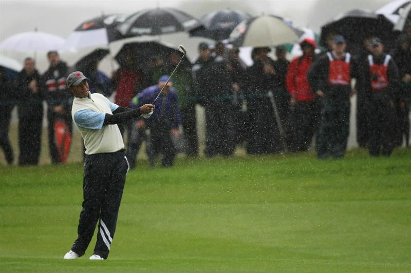 NEWPORT, WALES - OCTOBER 01:  Tiger Woods of the USA hits his third shot on the second hole as the rain falls during the Morning Fourball Matches during the 2010 Ryder Cup at the Celtic Manor Resort on October 1, 2010 in Newport, Wales.  (Photo by Andy Lyons/Getty Images)