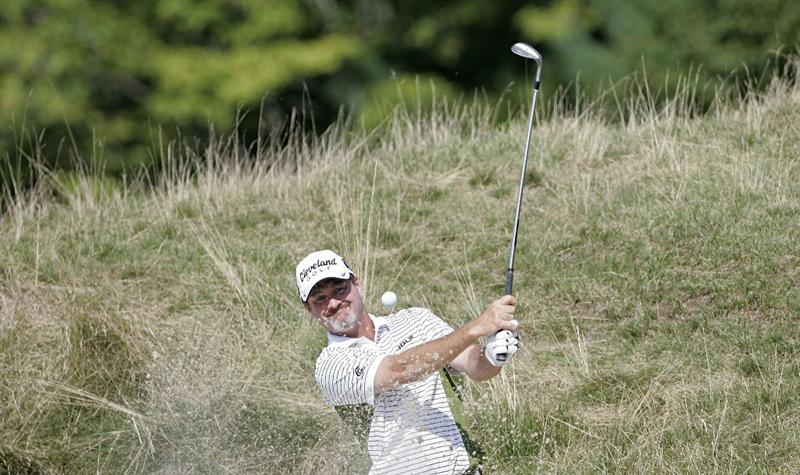 NORTON, MA - SEPTEMBER 04:  Jerry Kelly of the United States plays a bunker shot during the first round of the Deutche Bank Championship at TPC Boston held on September 4, 2009 in Norton, Massachusetts.  (Photo by Michael Cohen/Getty Images)