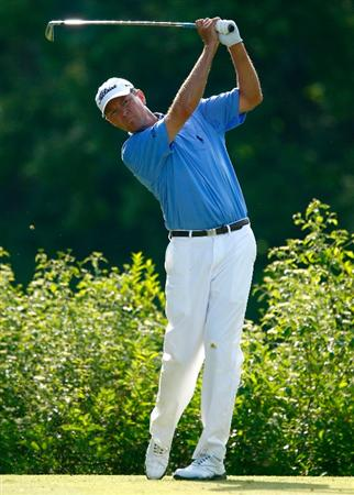 DUBLIN, OH - JUNE 07:  Davis Love III watches his tee shot on the 18th hole during the final round of the Memorial Tournament at the Muirfield Village Golf Club on June 7, 2009 in Dublin, Ohio.  (Photo by Scott Halleran/Getty Images)