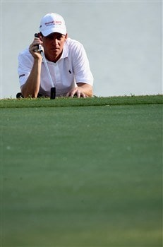 MILAN, ITALY - MAY 09:  Anders Hansen of Denmark lines up his putt on the 18th hole during the second round of the MC Methorios Capital Italian Open Golf at The Castello Di Tolcinasco Golf Club on May 9, 2008 in Milan, Italy.  (Photo by Stuart Franklin/Getty Images)
