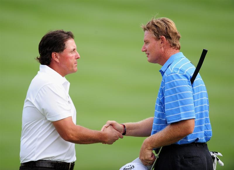 AKRON, OH - AUGUST 07:  Phil Mickelson of USA shakes hands with Ernie Els of South Africa during the second round of the World Golf Championship Bridgestone Invitational on August 7, 2009 at Firestone Country Club in Akron, Ohio.  (Photo by Stuart Franklin/Getty Images)