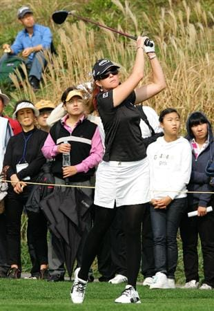 INCHEON, SOUTH KOREA - OCTOBER 30:  Paula Creamer of United States hits a teeshot in the 7th hole during round one of Hana Bank Kolon Championship at Sky 72 Golf Club on October 30, 2009 in Incheon, South Korea.  (Photo by Chung Sung-Jun/Getty Images)