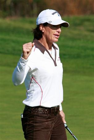 INCHEON, SOUTH KOREA - OCTOBER 30:  Juli Inkster of United States on the 12th hole during the 2010 LPGA Hana Bank Championship at Sky 72 Golf Club on October 30, 2010 in Incheon, South Korea.  (Photo by Chung Sung-Jun/Getty Images)