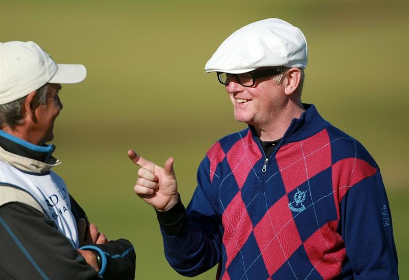 KINGSBARNS, SCOTLAND - OCTOBER 07:  Broadcaster Chris Evans reacts after putting on the seventh green during the first round of The Alfred Dunhill Links Championship at Kingsbarns Golf Links on October 7, 2010 in Kingsbarns, Scotland.  (Photo by Andrew Redington/Getty Images)