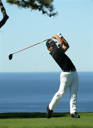 LA JOLLA, CA - JANUARY 27:  Sunghoon Kang of South Korea hits his tee shot on the second hole during round one of the Farmers Insurance Open at Torrey Pines North Course on January 27, 2011 in La Jolla, California.  (Photo by Stephen Dunn/Getty Images)