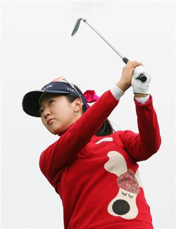 INCHEON, SOUTH KOREA - NOVEMBER 01:  Kyeong Bae of South Korea hits a teeshot on the the 17th hole during the final round of Hana Bank Kolon Championship at Sky 72 Golf Club on November 1, 2009 in Incheon, South Korea.  (Photo by Chung Sung-Jun/Getty Images)