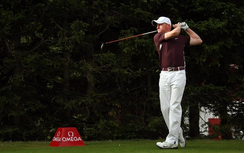 CRANS, SWITZERLAND - SEPTEMBER 04:  Simon Dyson of England watches his tee--shot on the 15th hole during the second round of The Omega European Masters at Crans-Sur-Sierre Golf Club on September 4, 2009 in Crans Montana, Switzerland.  (Photo by Andrew Redington/Getty Images)