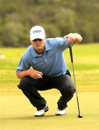 SAN ANTONIO TX - MAY 17: Zach Johnson lines up a birdie putt on the 18th hole during the fourth and final  round of  the Valero Texas Open held at La Cantera Golf Club on May 17, 2009 in San Antonio, Texas.  (Photo by Marc Feldman/Getty Images)