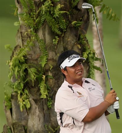 KUALA LUMPUR, MALAYSIA - MARCH 06:  Kiradech Aphibarnrat of Thailand hits his second shot on the 18th hole during the the third round of the Maybank Malaysian Open at the Kuala Lumpur Golf and Country Club on March 6, 2010 in Kuala Lumpur, Malaysia.  (Photo by Andrew Redington/Getty Images)