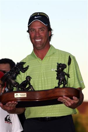 LAKE BUENA VISTA, FL - NOVEMBER 15: Stephen Ames from Canada holds the winners trophy after winning a playoff in the final round at the Children's Miracle Network Classic at Disney's Magnolia & Disney's Palm Course on November 15, 2009 in Lake Buena Vista, Florida.  (Photo by Marc Serota/Getty Images)