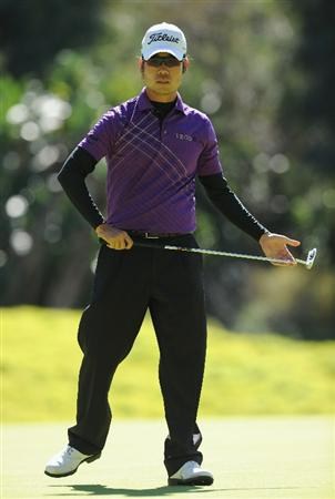 PACIFIC PALISADES, CA - FEBRUARY 20:  Kevin Na reacts to his putt on the eighth hole during the final round of the Northern Trust Open at Riviera Country Club on February 20, 2011 in Pacific Palisades, California.  (Photo by Stuart Franklin/Getty Images)