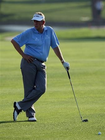 DUBAI, UNITED ARAB EMIRATES - JANUARY 30:  Colin Montgomerie of Scotland waits to hit his second shot to the 6th hole during the second round of the 2009 Dubai Desert Classic on the Majilis Course at the Emirates Golf Club on January 30, 2009 in Dubai, United Arab Emirates  (Photo by David Cannon/Getty Images)