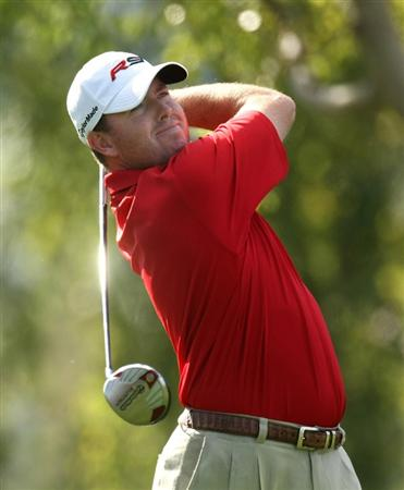 LA QUINTA, CA - JANUARY 25:  Robert Garrigus hits his tee shot on the second hole on the Palmer Private course at PGA West during the final round of the Bob Hope Chrysler Classic on January 25, 2009 in La Quinta, California.  (Photo by Stephen Dunn/Getty Images)