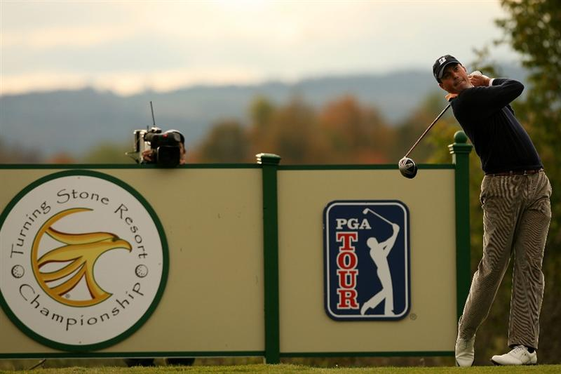 VERONA, NY - OCTOBER 05:  Matt Kuchar hits his tee shot on the 13th hole during a play-off against Vaughn Taylor at the 2009 Turning Stone Resort Championship at Atunyote Golf Club held on October 5, 2009 in Verona, New York.  (Photo by Chris Trotman/Getty Images)