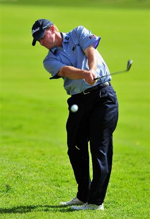 PACIFIC PALISADES, CA - FEBRUARY 20:  Steve Stricker of USA plays his approach shot on the second hole during the second round of the Northern Trust Open at the Riviera Country Club February 20, 2009 in Pacific Palisades, California.  (Photo by Stuart Franklin/Getty Images)