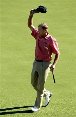 PACIFIC PALISADES, CA - FEBRUARY 07:  Steve Stricker celebrates after making the final putt during the final round of the Northern Trust Open at Riviera Country Club on February 7, 2010 in Pacific Palisades, California.  (Photo by Stephen Dunn/Getty Images)