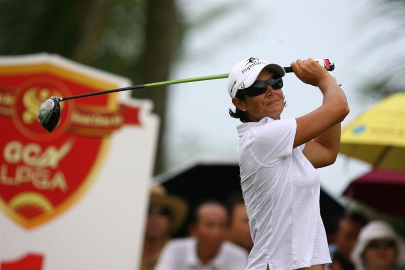 HAIKOU, CHINA - OCTOBER 26: (CHINA OUT) Laura Diaz of the US tees off on the first hole during day three of the Grand China Air LPGA 2008 on October 26, 2008 in Haikou of Hainan Province, China. (Photo by China Photos/Getty Images)