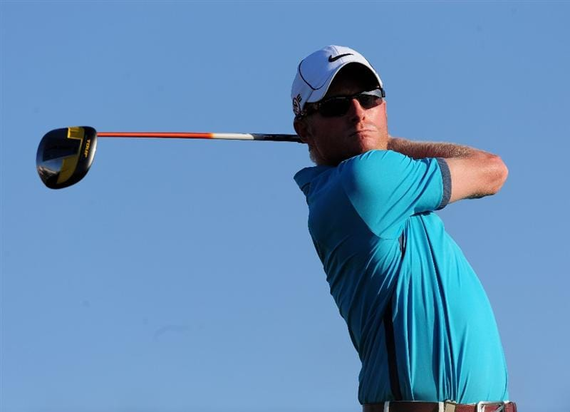 VILAMOURA, PORTUGAL - OCTOBER 15:  Simon Dyson of England plays his tee shot on the 18th hole during the first round of the Portugal Masters at the Oceanico Victoria Golf Course on October 15, 2009 in Vilamoura, Portugal.  (Photo by Stuart Franklin/Getty Images)