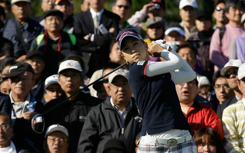 SHIMA, JAPAN - NOVEMBER 05:  Momoko Ueda of Japan plays a shot on the 1st hole during round one of the Mizuno Classic at Kintetsu Kashikojima Country Club on November 5, 2010 in Shima, Japan.  (Photo by Chung Sung-Jun/Getty Images)