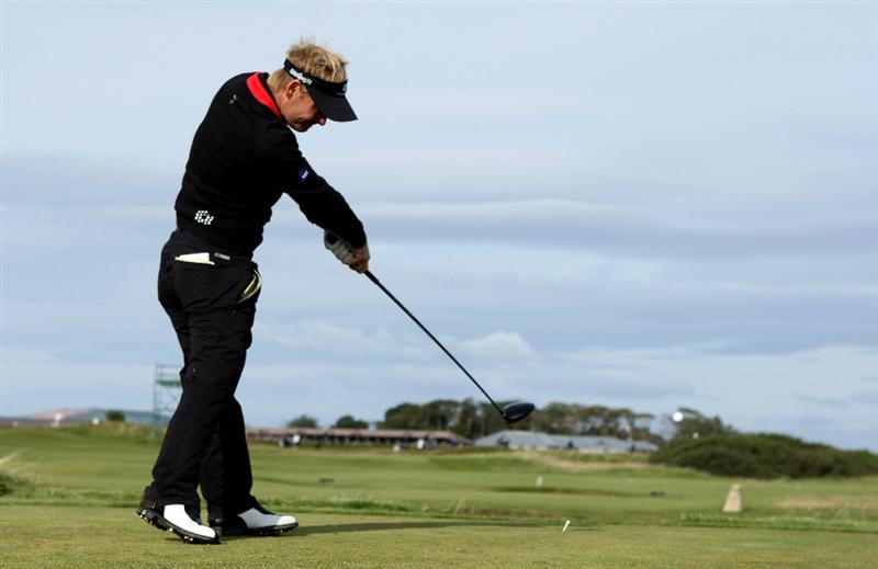 ST ANDREWS, SCOTLAND - OCTOBER 01:  Soren Kjeldsen of Denmark hits his tee-shot on the third hole during the first round of The Alfred Dunhill Links Championship at The Old Course on October 1, 2009 in St. Andrews, Scotland.  (Photo by Andrew Redington/Getty Images)