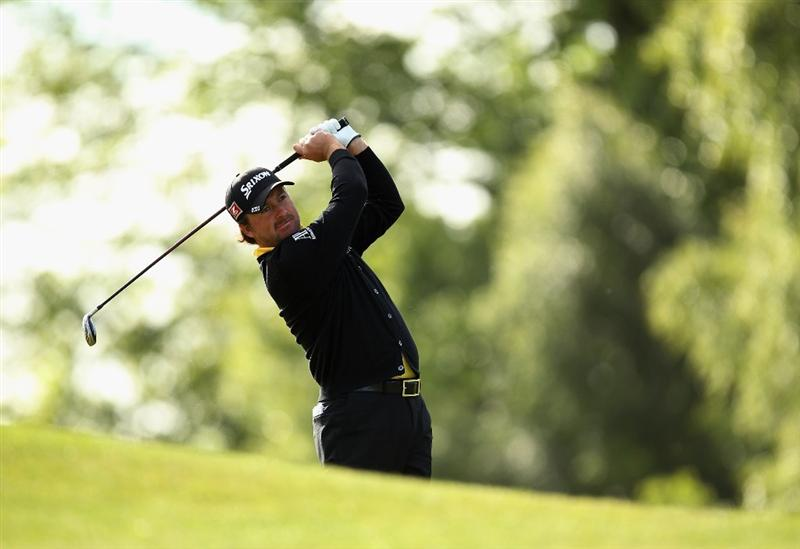 VIRGINIA WATER, ENGLAND - MAY 26:  Graeme McDowell of Northern Ireland plays his third shot on the first hole during the first round of the BMW PGA Championship at Wentworth Club on May 26, 2011 in Virginia Water, England.  (Photo by Ian Walton/Getty Images)