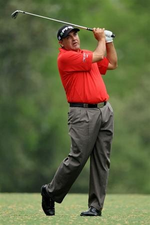 AUGUSTA, GA - APRIL 08:  Angel Cabrera of Argentina hits his approach shot on the fifth hole during the first round of the 2010 Masters Tournament at Augusta National Golf Club on April 8, 2010 in Augusta, Georgia.  (Photo by David Cannon/Getty Images)