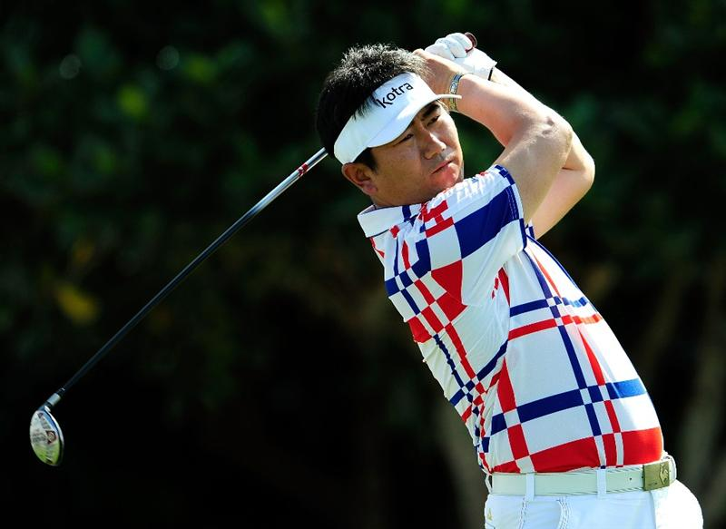 KAPALUA, HI - JANUARY 08:  Y.E. Yang of Korea plays a shot on the 1st hole during the second round of the SBS Championship at the Plantation course on January 8, 2010 in Kapalua, Maui, Hawaii.  (Photo by Sam Greenwood/Getty Images)