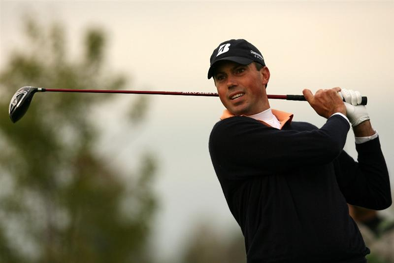 VERONA, NY - OCTOBER 05:  Matt Kuchar hits his tee shot on the 18th hole during a play-off against Vaughn Taylor at the 2009 Turning Stone Resort Championship at Atunyote Golf Club held on October 5, 2009 in Verona, New York.  (Photo by Chris Trotman/Getty Images)