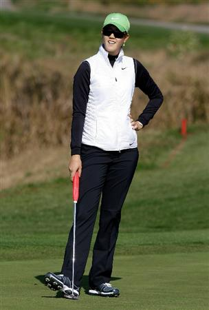 INCHEON, SOUTH KOREA - OCTOBER 29:  Michelle Wie of United States on the 4th green during the 2010 LPGA Hana Bank Championship at Sky 72 golf club on October 29, 2010 in Incheon, South Korea.  (Photo by Chung Sung-Jun/Getty Images)