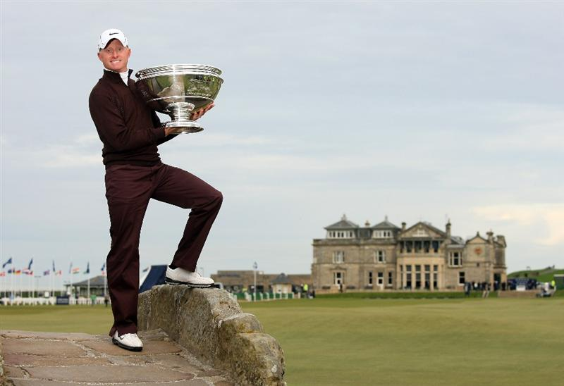 ST ANDREWS, SCOTLAND - OCTOBER 05:  Simon Dyson of England holds the trophy aloft on the Swilken Bridge on the 18th hole after victory at the The Alfred Dunhill Links Championship at The Old Course on October 5, 2009 in St.Andrews, Scotland.  (Photo by Andrew Redington/Getty Images)