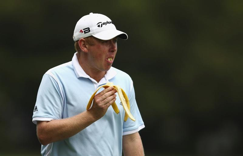 SYDNEY, AUSTRALIA - DECEMBER 13:  Stephen Allen of Australia eats a banana  during the third round of the 2008 Australian Open at The Royal Sydney Golf Club on December 13, 2008 in Sydney, Australia.  (Photo by Brendon Thorne/Getty Images)