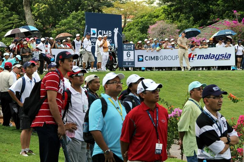 KUALA LUMPUR, MALAYSIA - OCTOBER 31: Ernie Els of South Africa watches his tee shot on the 6th hole during day four of the CIMB Asia Pacific Classic at The MINES Resort & Golf Club on October 31, 2010 in Kuala Lumpur, Malaysia. (Photo by Stanley Chou/Getty Images)